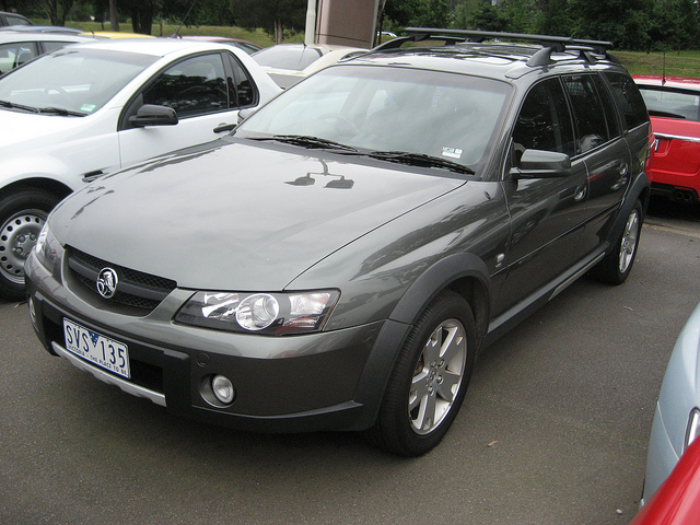 holden commodore adventra