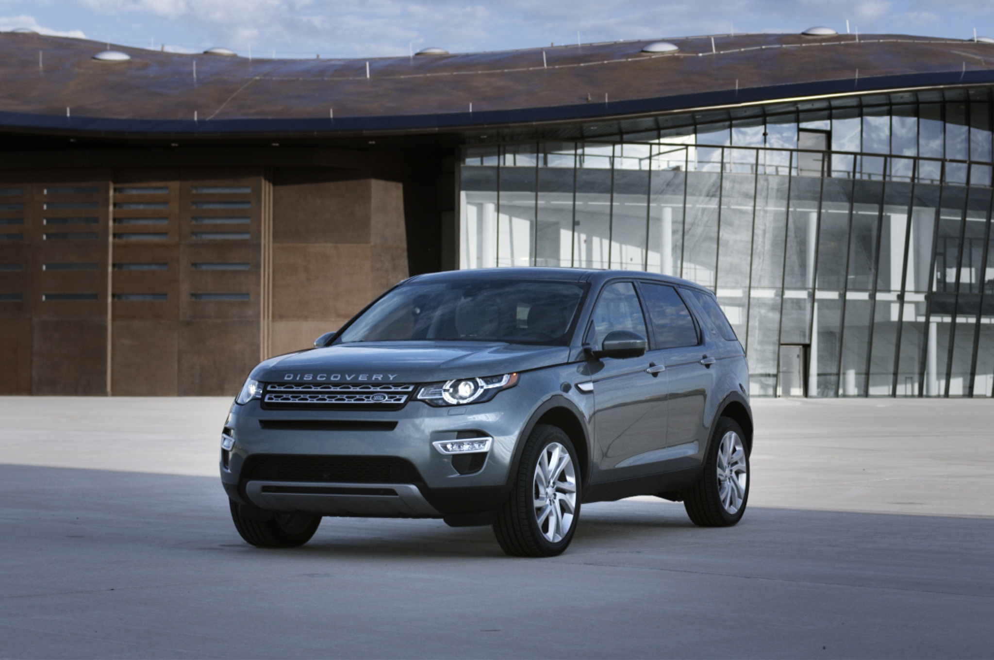 2015 Land Rover Discovery Sport, it does not zoom though it has enough room
