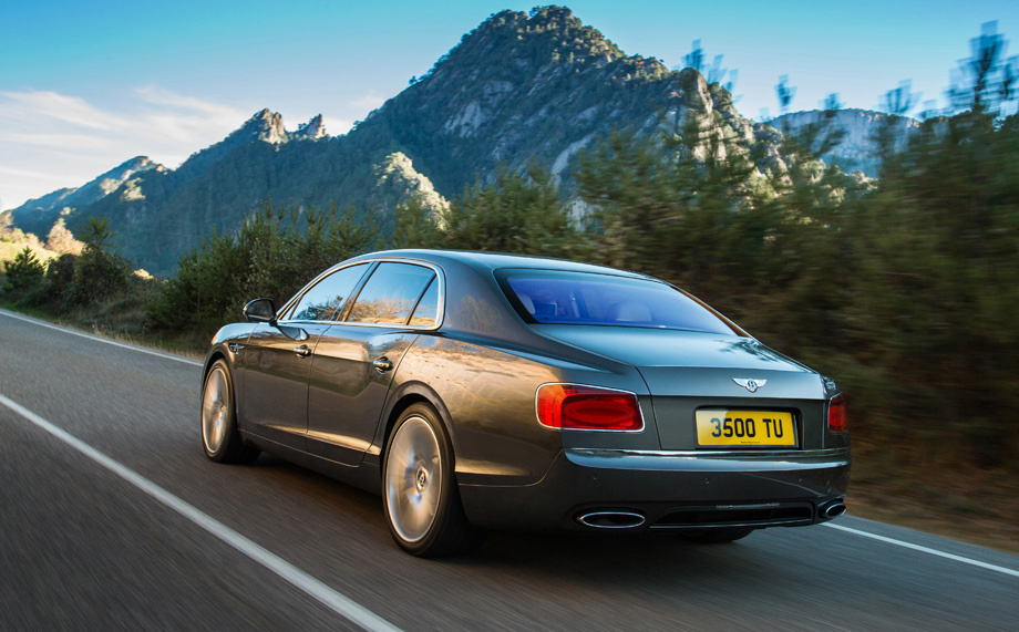 Bentley presented its new Flying Spur sedan.