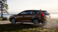 2015 Volvo V60 Cross Country, the smaller and sexier brethren of the XC70
